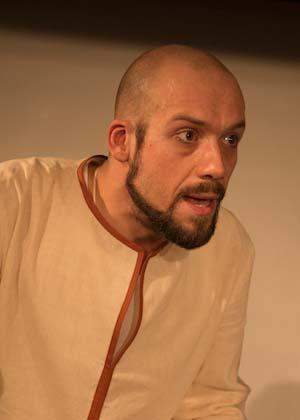 Julian Baboi ist Schauspieler im Theater am Sachsenring