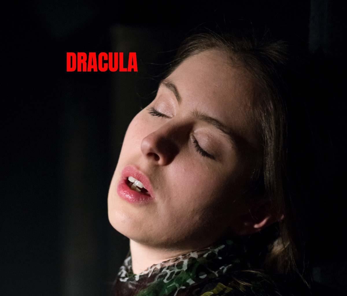 Zurmühlen in Dracula im Theater am Sachsenring Köln