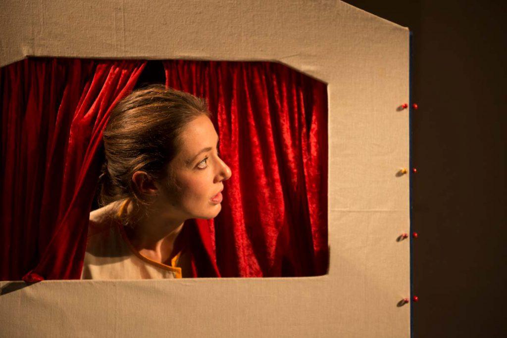 Anna Möbus leitet den Theaterkurs im TAS in Köln